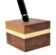 drewniany stojak na pióro